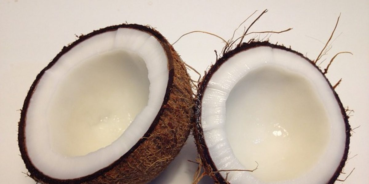 Le démaquillant maison à l'huile de coco 100% naturel
